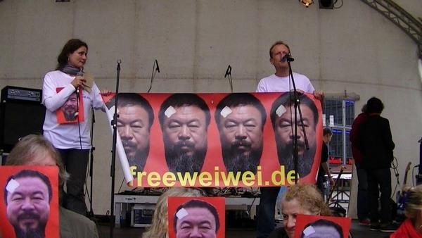 Michael Werner und viele Ai Weiwei - Doppelgänger